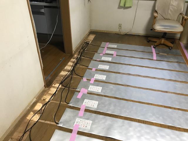 冬なのに温かい!狭山市内にて床暖房工事!