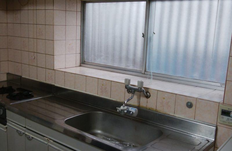 狭山市にて、水漏れによるキッチン取替工事