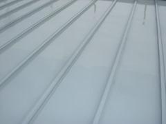 屋根上塗り中(1)